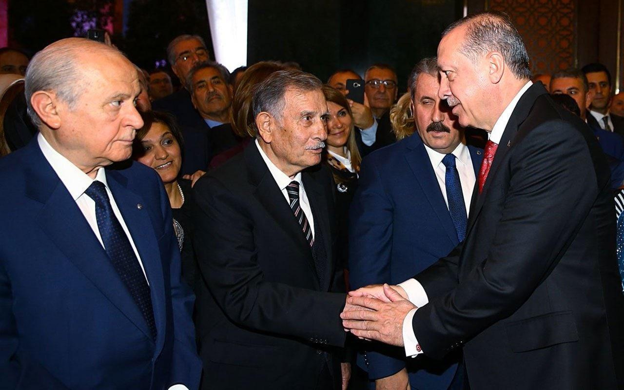 SON DAKİKA! Eski Başbakan Yıldırım Akbulut hayatını kaybetti