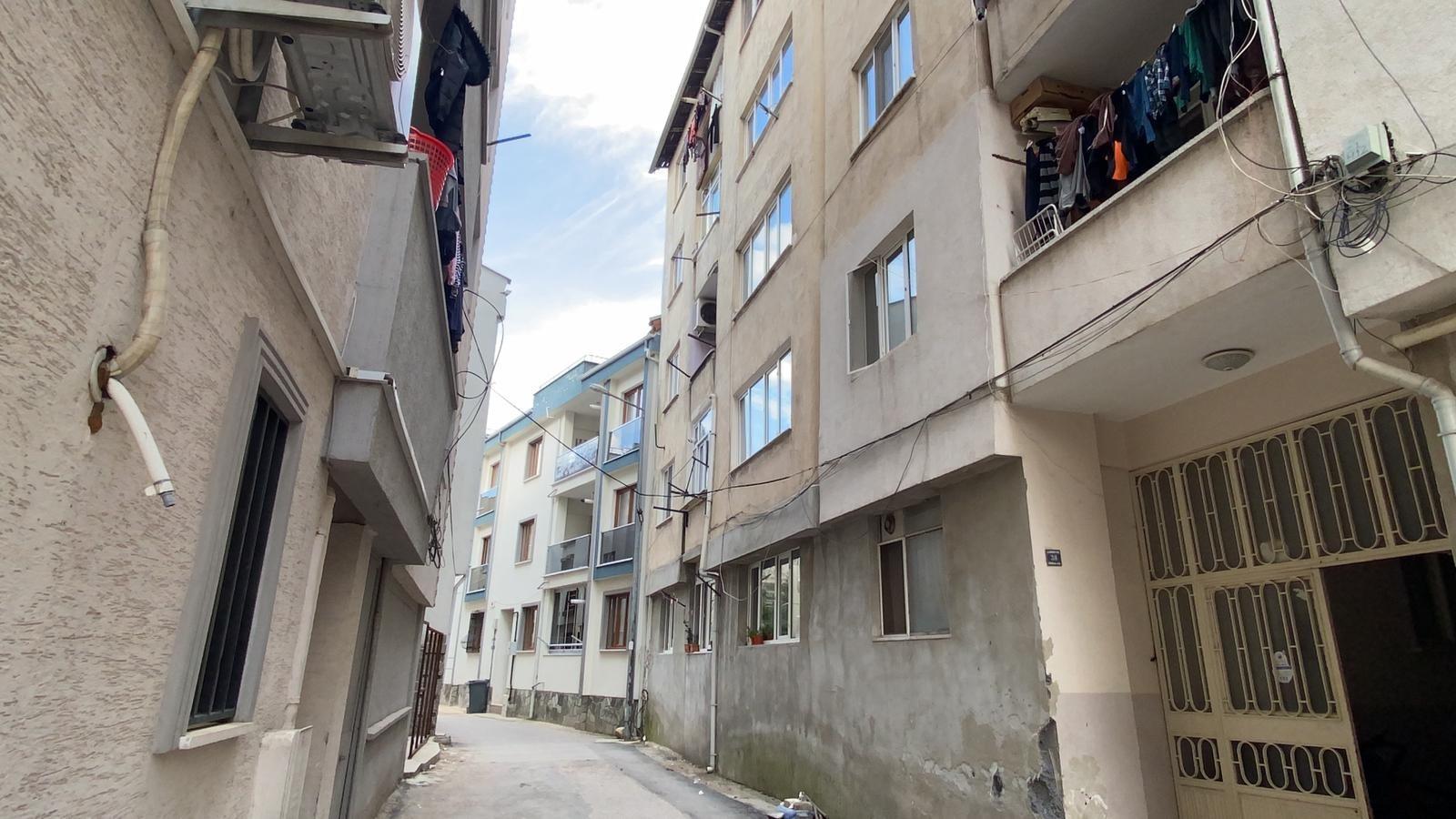 5. katın balkonundan aşağı düşen 5 yaşındaki çocuk ağır yaralandı