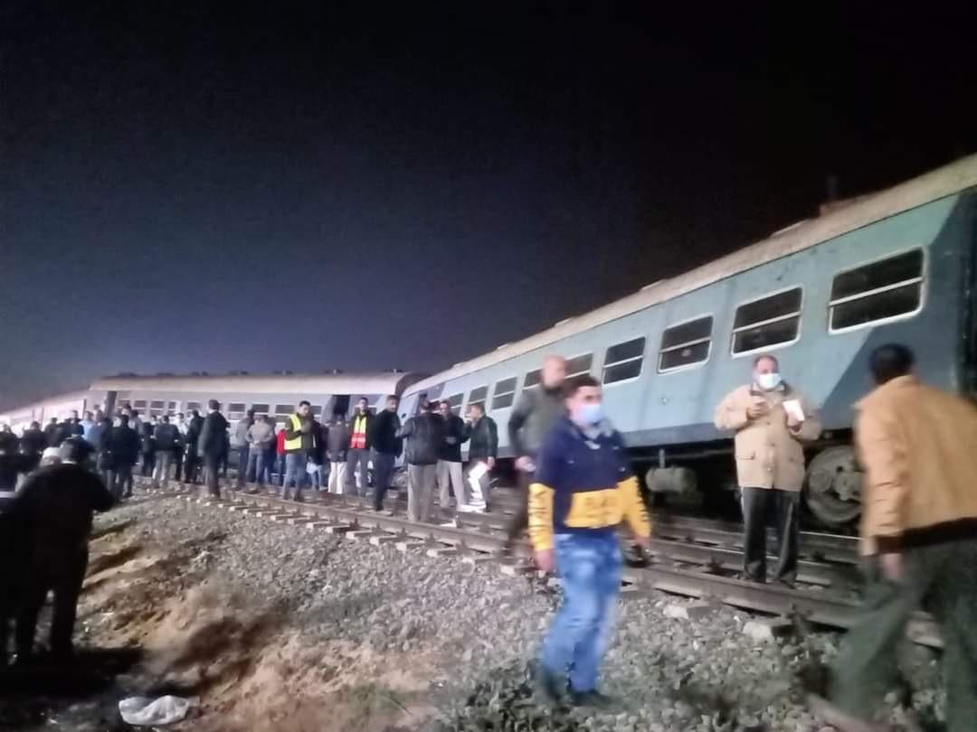 Kaza ucuz atlatıldı! Mısır'da yolcu treni raydan çıktı: 15 yaralı