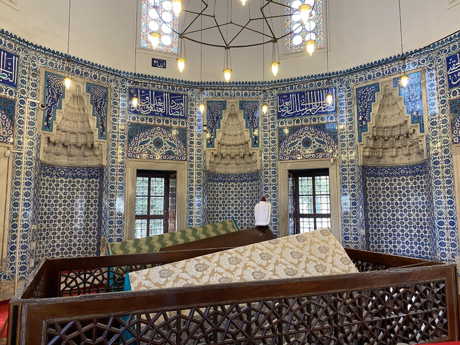 Hürrem Sultan vefatının 463. yılında anıldı: Vatandaşlar kabri başında uzun kuyruklar oluşturdu
