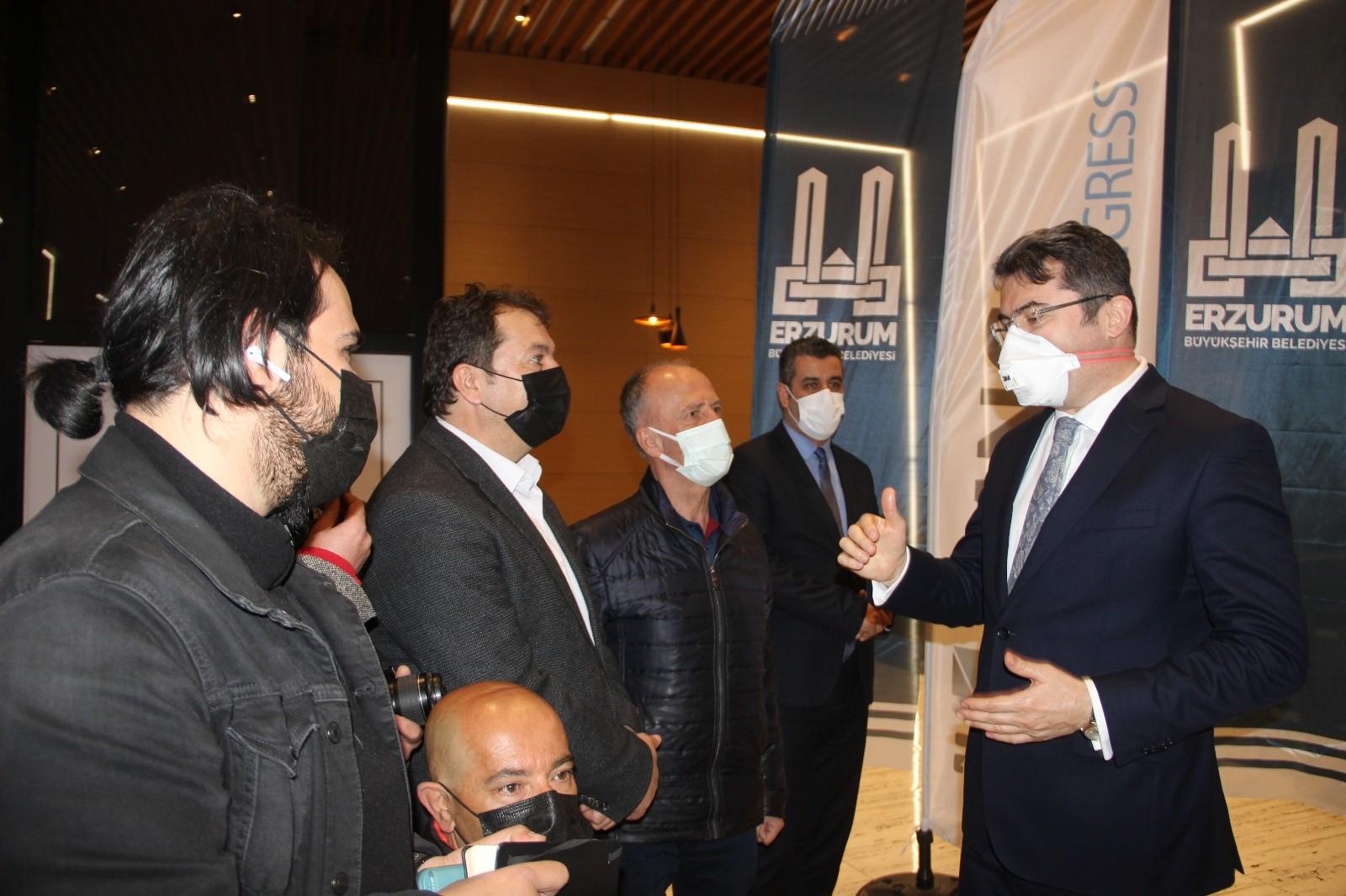 """Erzurum Valisi vatandaşları uyardı """"Artık pandemi tedbirleri daha sıkı uygulanacak"""""""