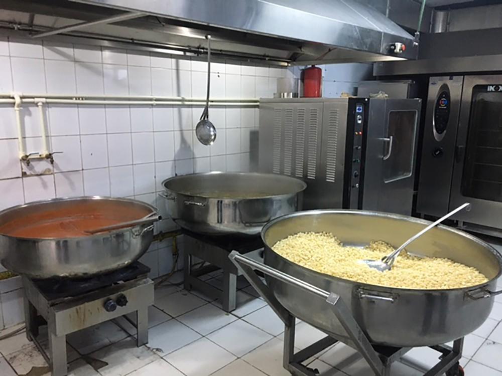 Gaziosmanpaşa'da ihtiyaç sahiplerine dev hizmet: Her gün 1 ton yemek ulaştırılıyor