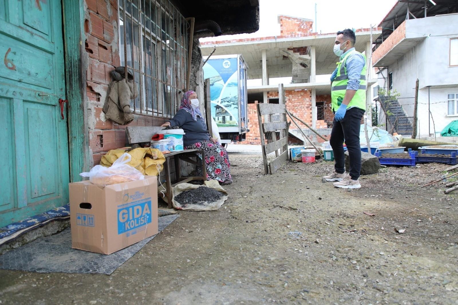 Fatsa'da karantinadaki 400 haneye tek tek gıda paketi dağıtımı gerçekleşti
