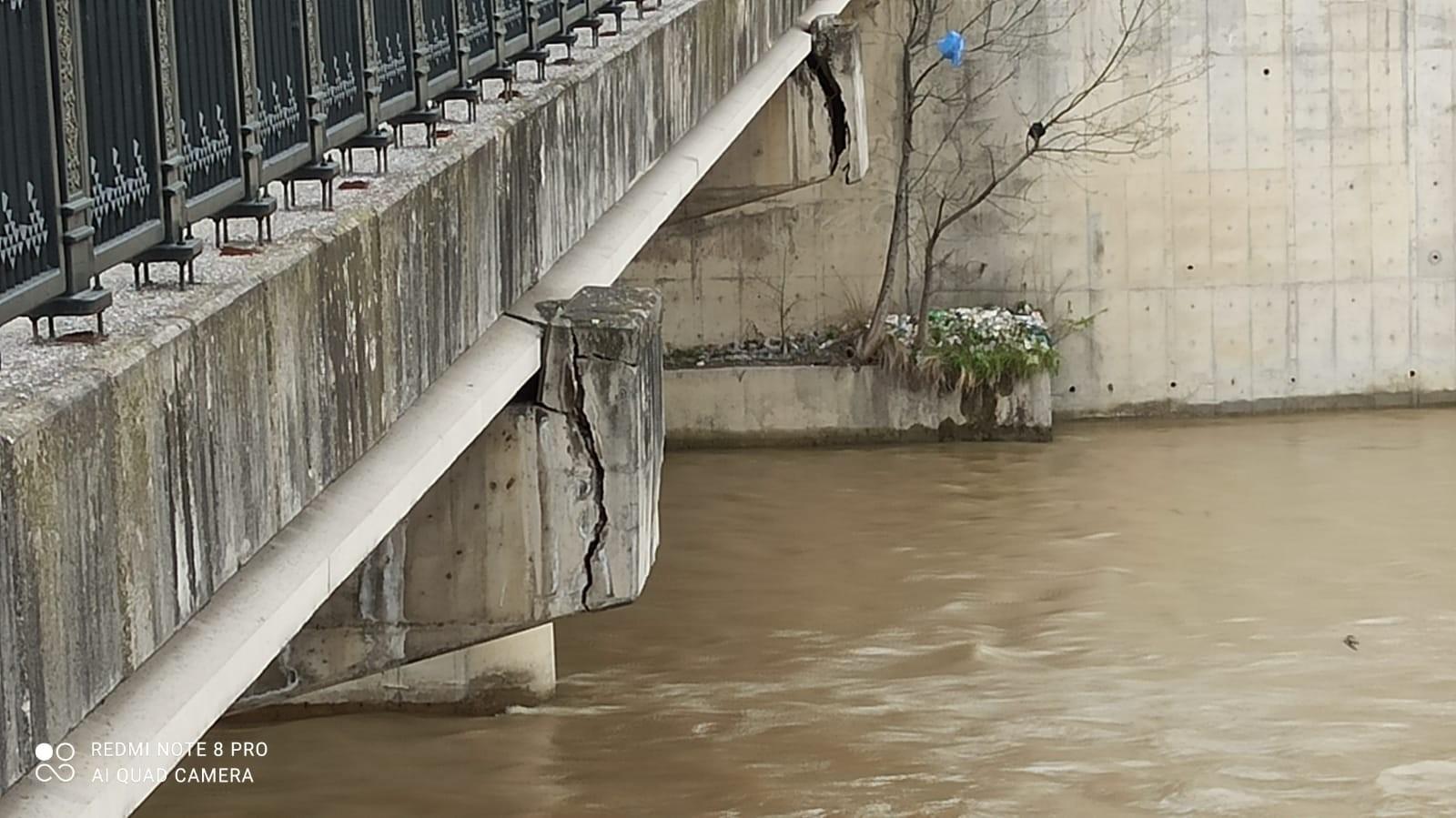 Zonguldak'taki köprü tehlike saçmaya devam ediyor