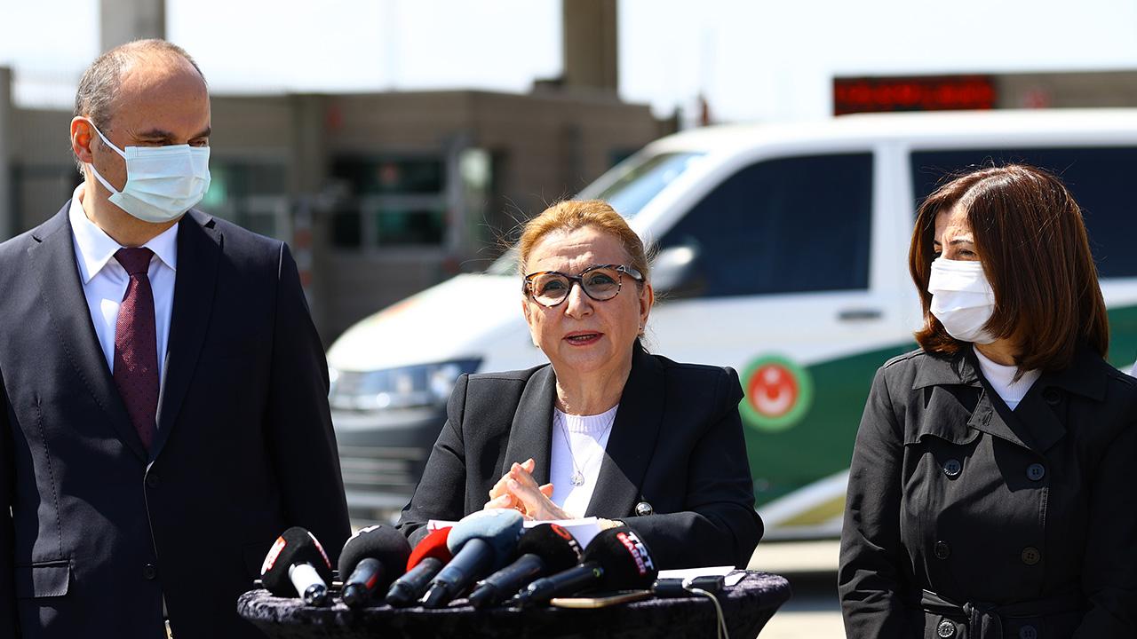 """Ticaret Bakanı Pekcan'dan sınır kapısında basın toplantısı, """"Pandemi süreci lojistiğin önemini gözler önüne sermiştir"""""""
