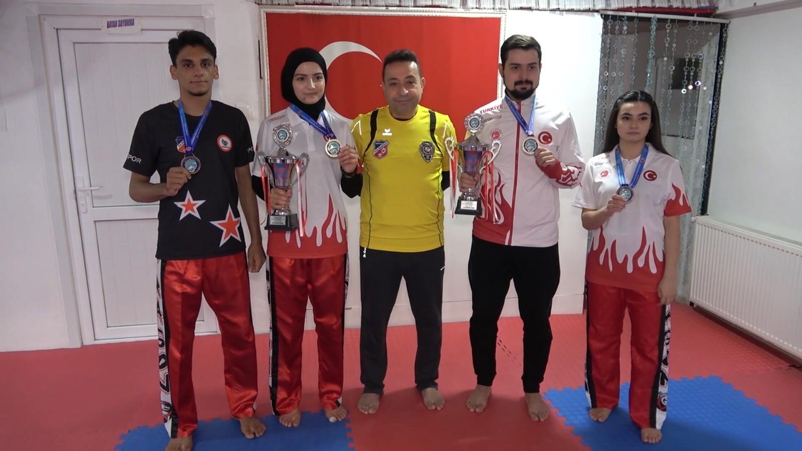 Milli kick boksçular şampiyonluk gururu yaşatmayı hedefliyor