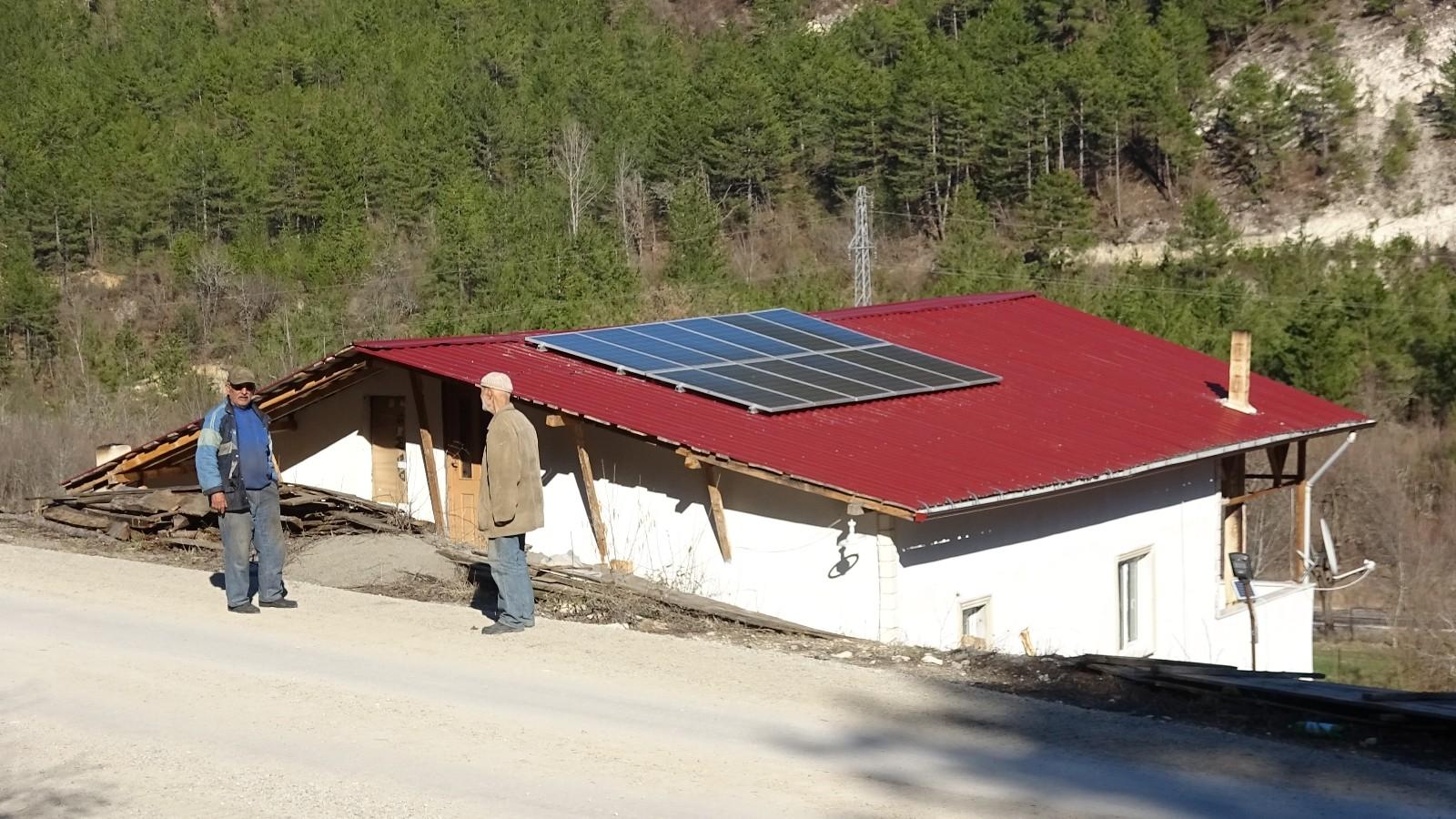 Elektrik hattı parasını fazla bulunca güneş enerjisi paneli kurdu, 3 aydır fatura ödemiyor