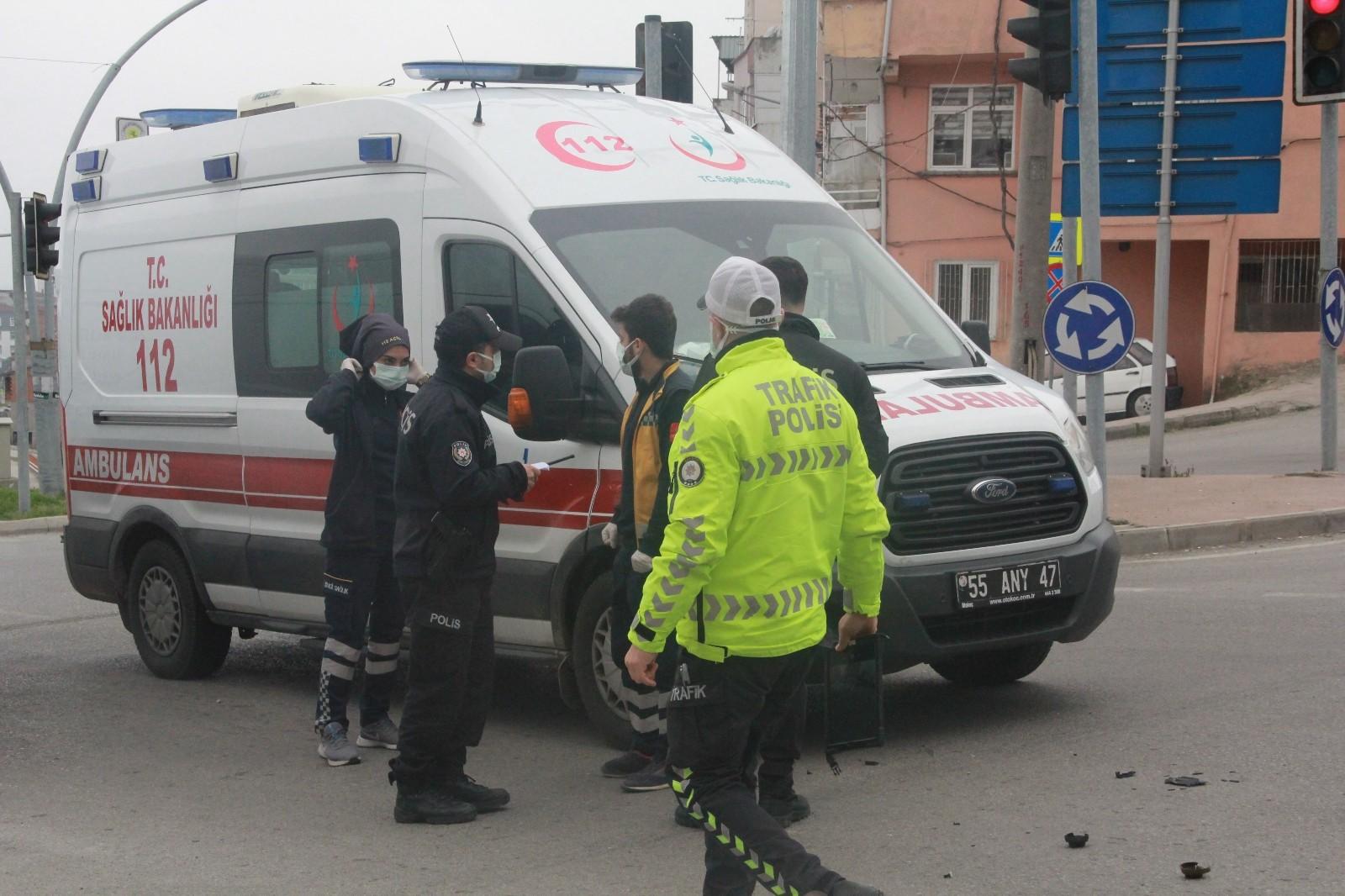 Samsun'da ambulans ile motosiklet birbirine girdi: 1 yaralı