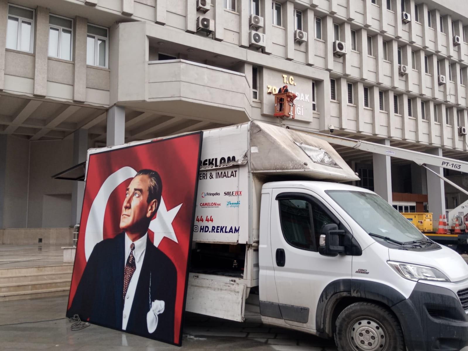 Zonguldak'ta hummalı hazırlık! Erdoğan'ın gelişi öncesinde Valilik binasında yenileme çalışmaları başladı