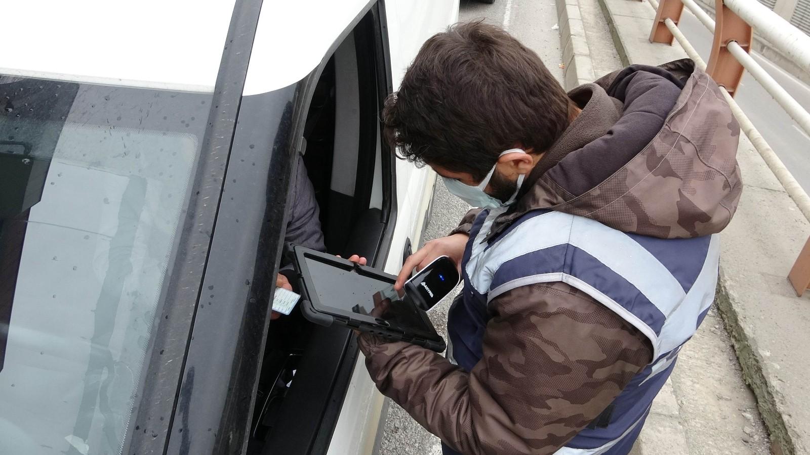 Ekipler kısıtlama denetimlerinde! Samsun'da polisten sokağa çıkma kısıtlaması denetimi
