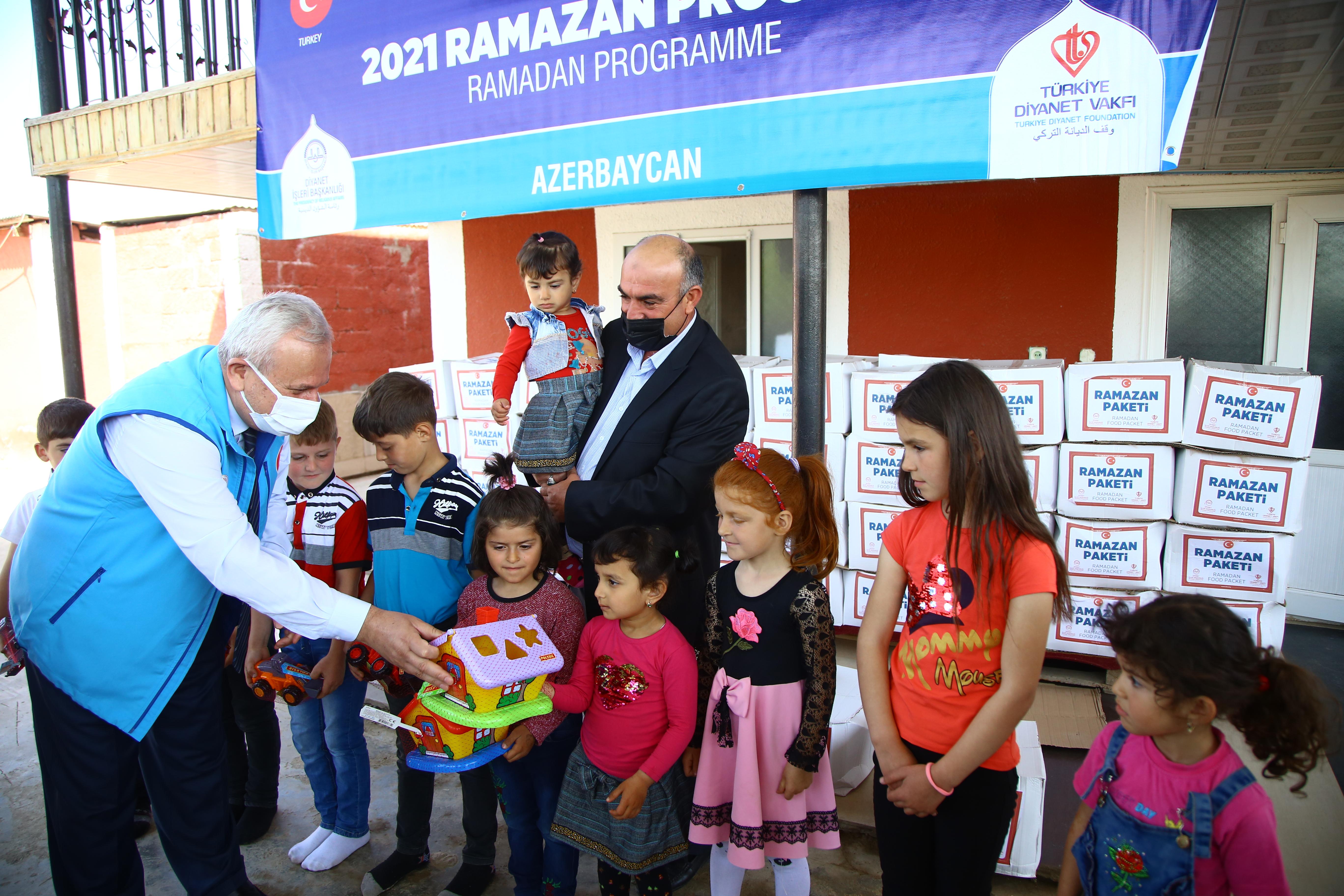 Azerbaycan'daki ihtiyaç sahibi ailelere Türkiye Diyanet Vakfı'ndan yardım eli