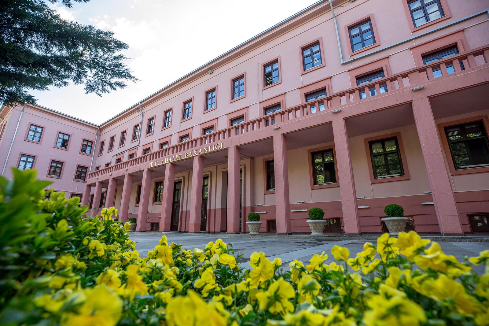 Resmi Gazete'de yayımlandı: Adalet Bakanlığı mütercim tercüman alımı yapacak!