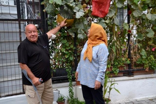 AK Parti Karesi ilçe Başkanı kaza geçiren muhtarı ziyaret etti