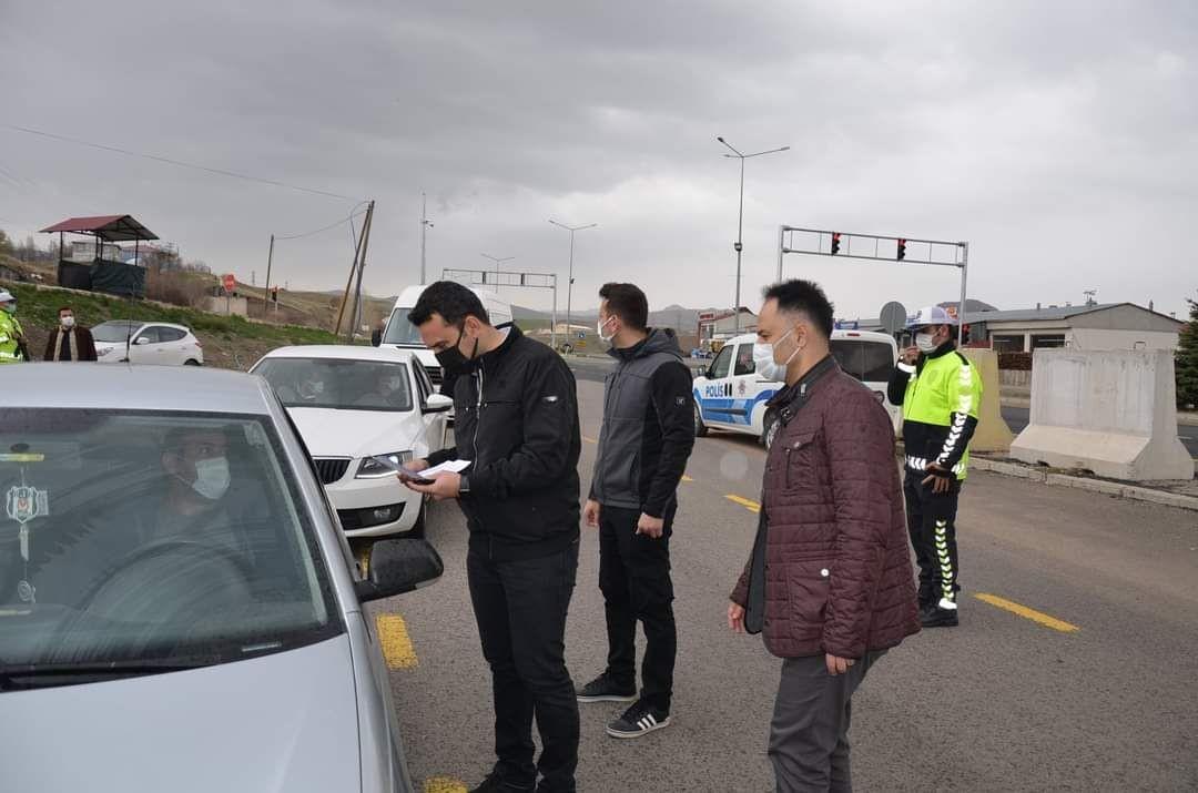 Erzincan'da koronavirüs denetimleri! Kaymakam Çelik kontrol noktalarını denetledi