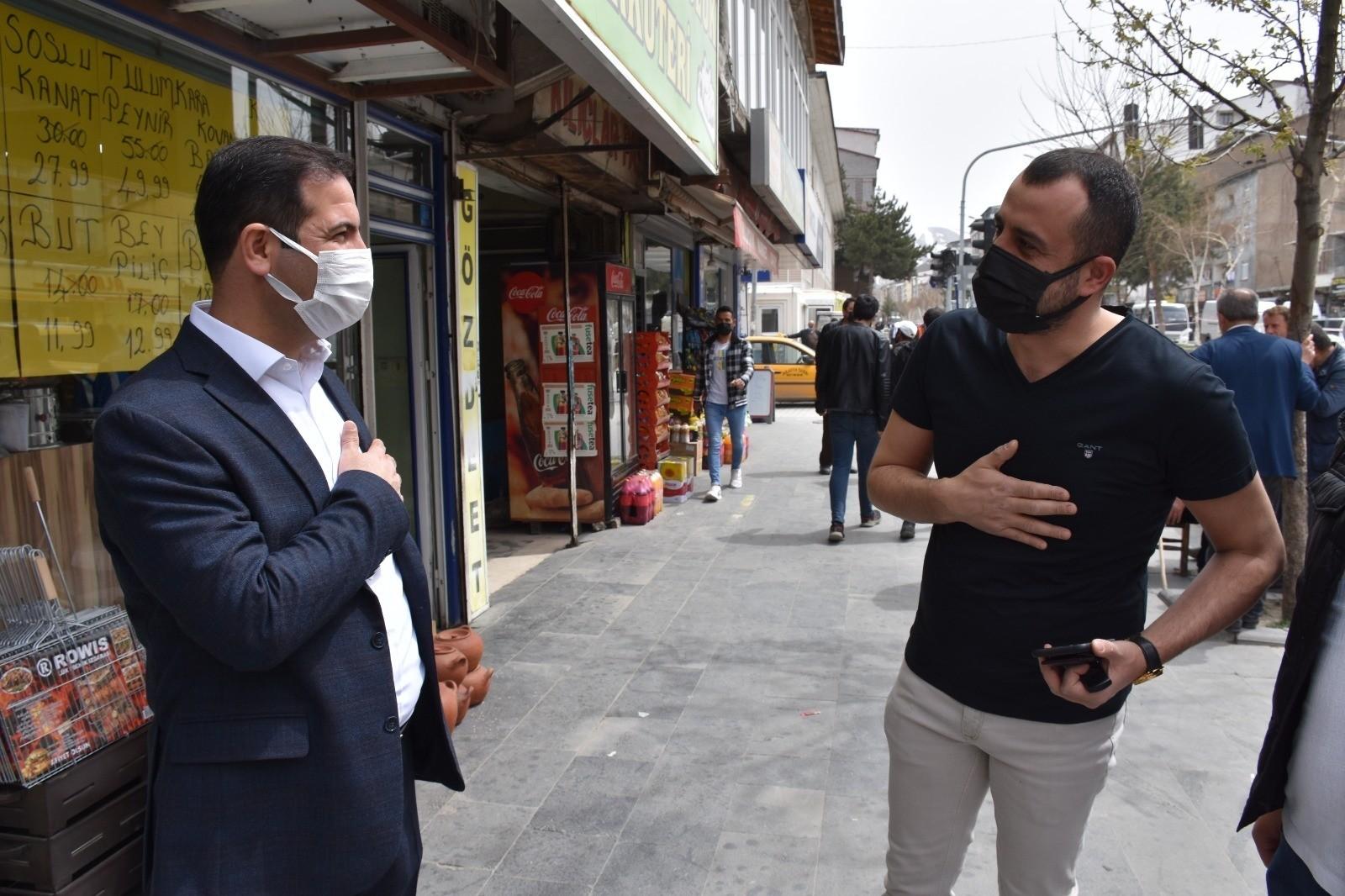 Tatvan Belediye Başkanı esnafı ziyaret etti