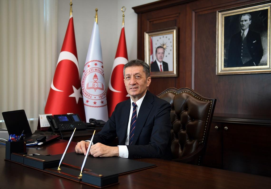 """Milli Eğitim Bakanı'ndan 23 Nisan paylaşımı """"Çocuklarımıza mutlu anlar hediye edelim"""""""