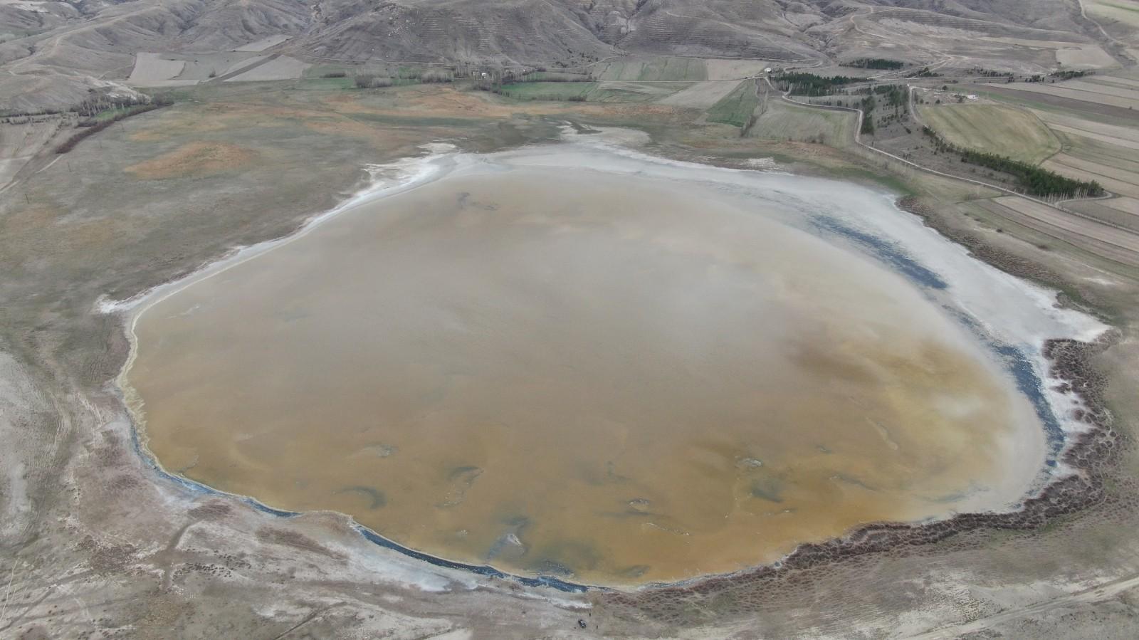 Son haliyle endişelendiren Kellah gölü su tutmaya başladı