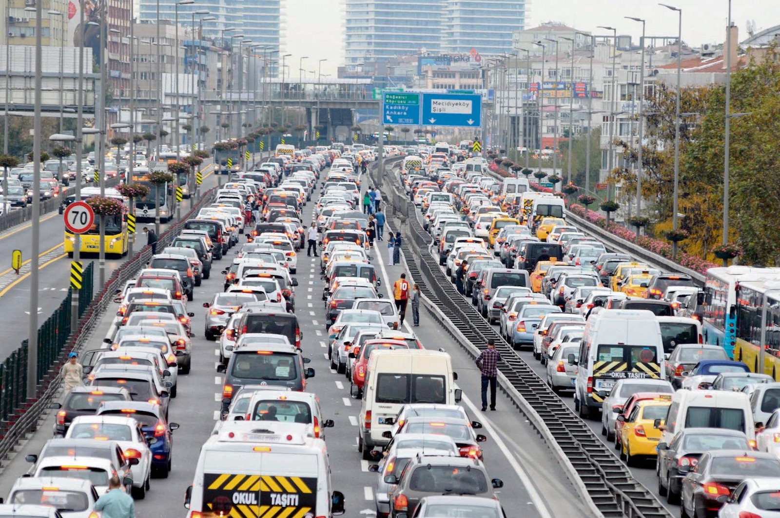 İstanbul trafiğine binlerce araç katıldı! Mart ayında araç sayısı 4 milyon 474 bin 536'ya çıktı