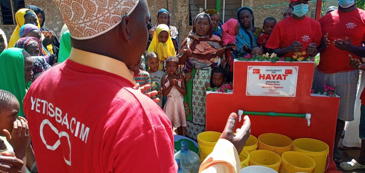 Yetiş Bacım Dernek Başkanı, Afrika'da 14. su kuyusunu açtı