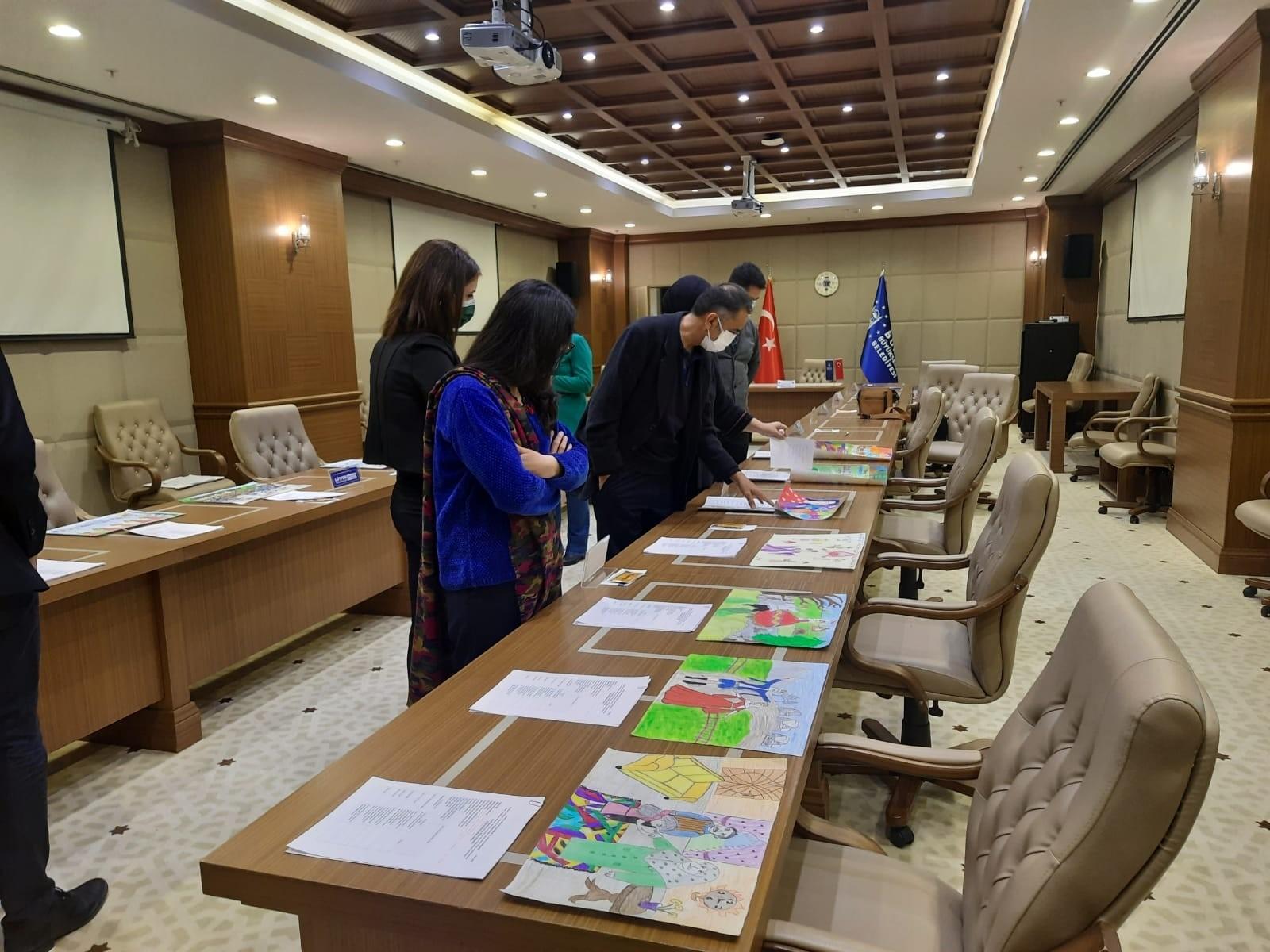 Uluslararası resim yarışmasında Bursa'dan 10 eser yarışacak, Bursa'da çocuklar gelenekleri resmetti
