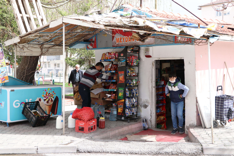 Hayırseverler, ihtiyaç sahiplerinin veresiye borçlarını ödedi, Bakkaldaki 10 bin liralık borç silindi