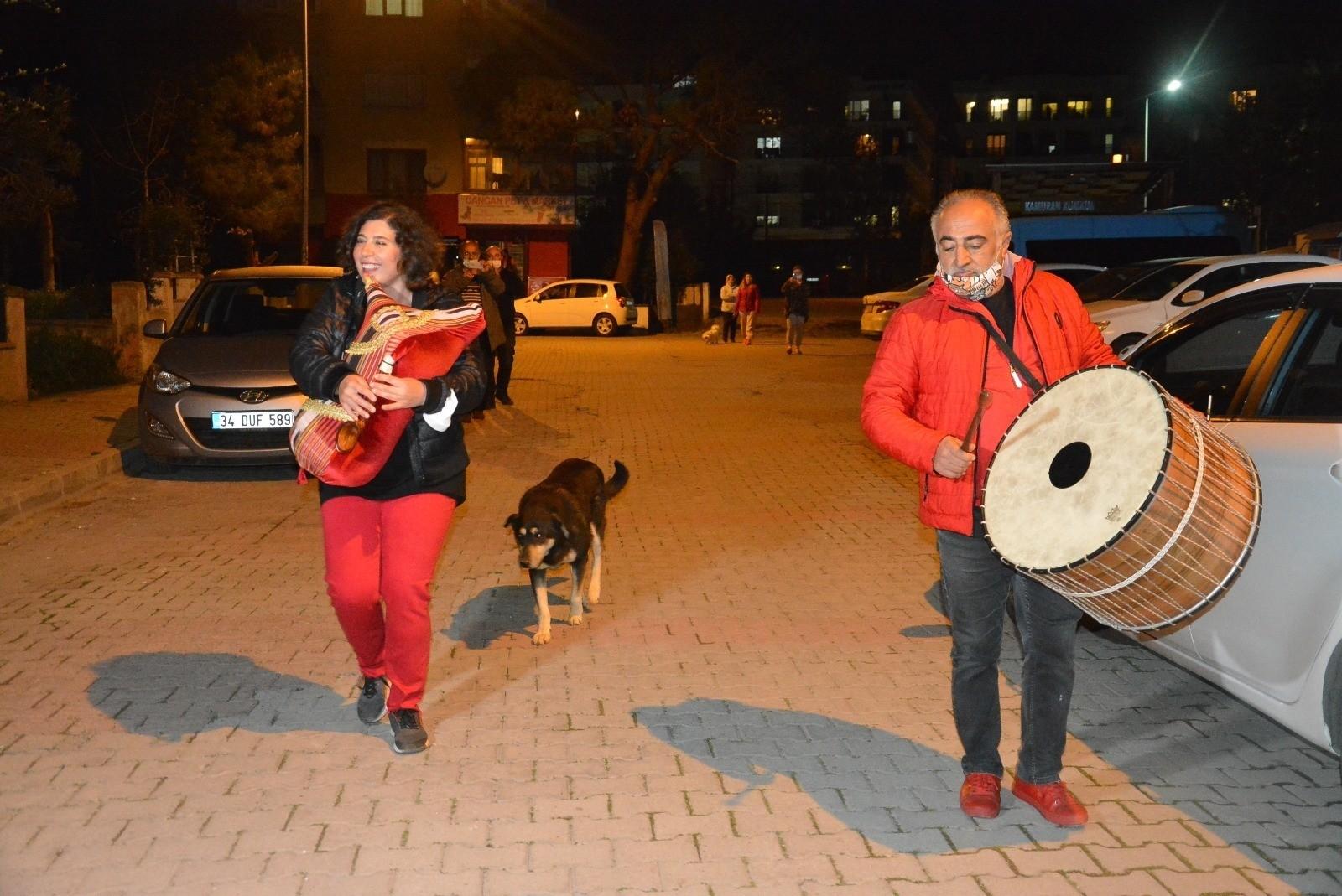İstanbul'da alışılmışın dışında bir sahur: Davulun yanında tulum sesiyle sahura uyandılar!