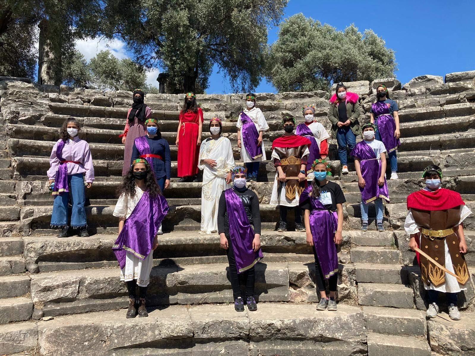 Antik kentte 2 bin yıllık canlandırma! Genç senatörlerden Nysa Antik kentinde temsili meclis toplantısı