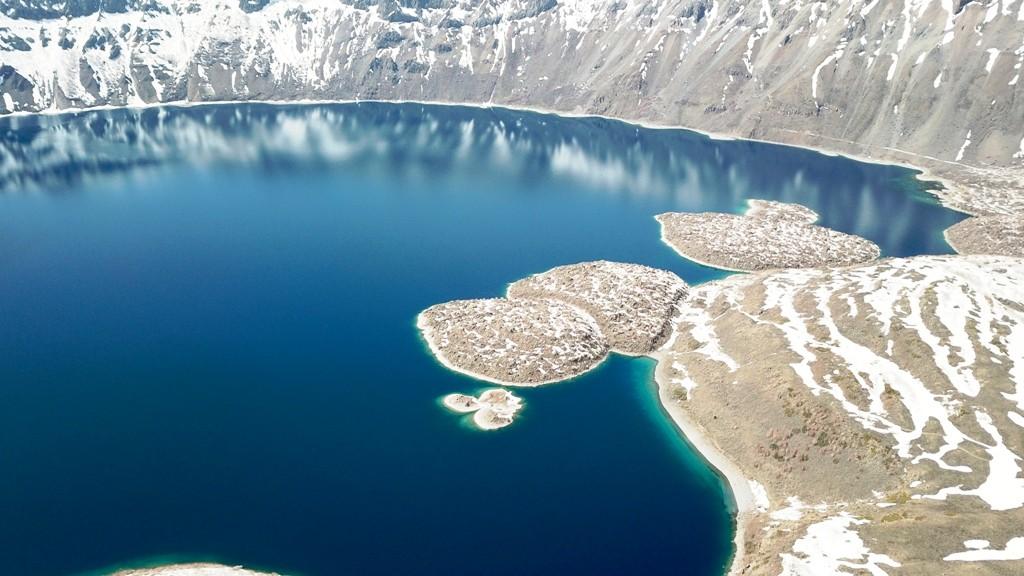 2 bin 250 rakımdaki saklı cennet! Nemrut Krater Gölü'nün karlı görüntüsü büyülüyor