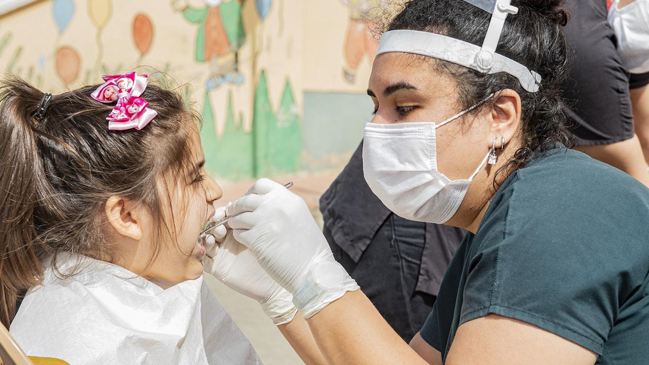 Çocuklara diş taraması, diş fırçalama eğitimi verildi