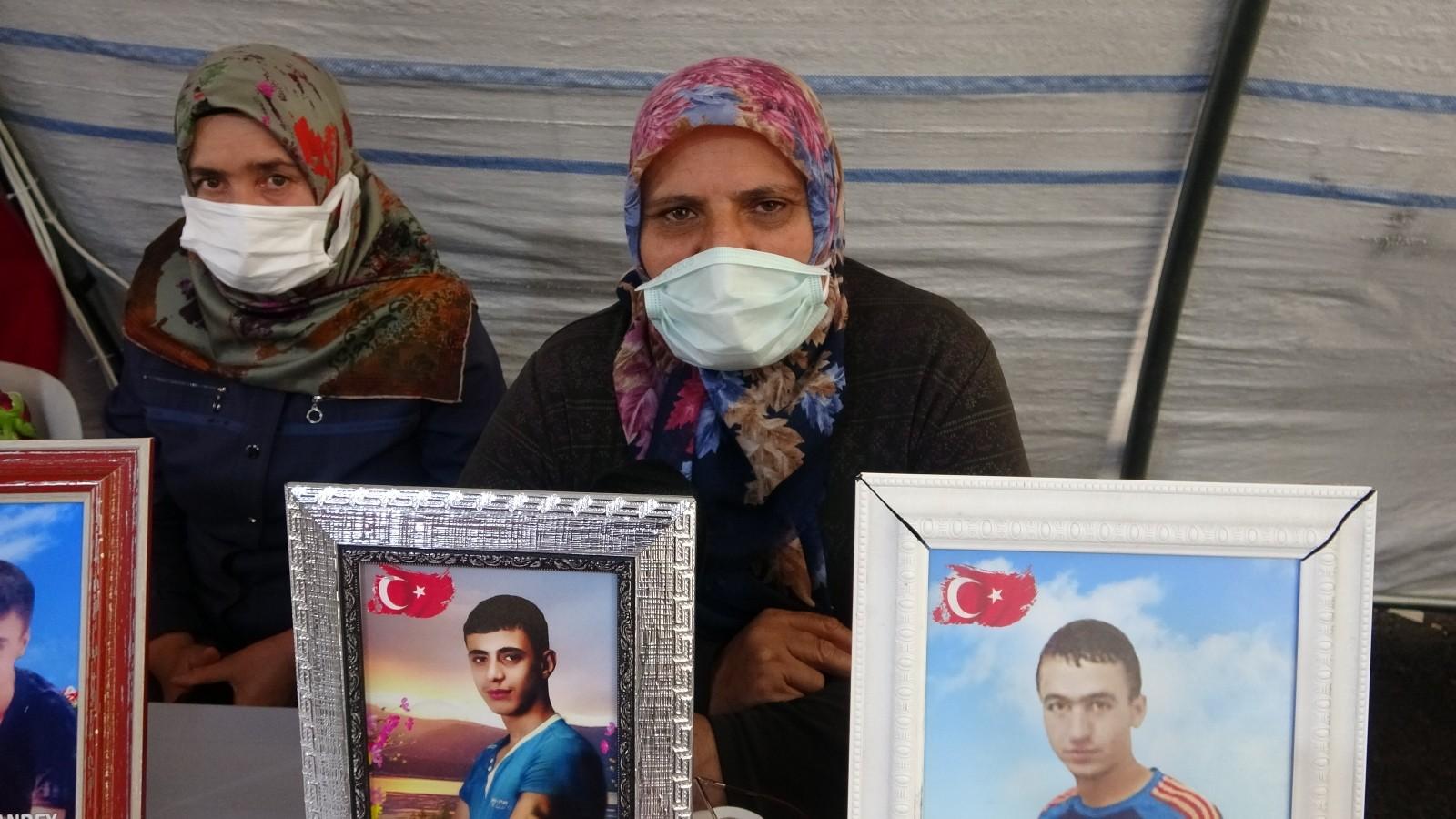"""Evlat nöbetindeki acılı annenin HDP isyanı """"Benim oğlum nereden bilsin Suriye'ye gitmeyi"""""""