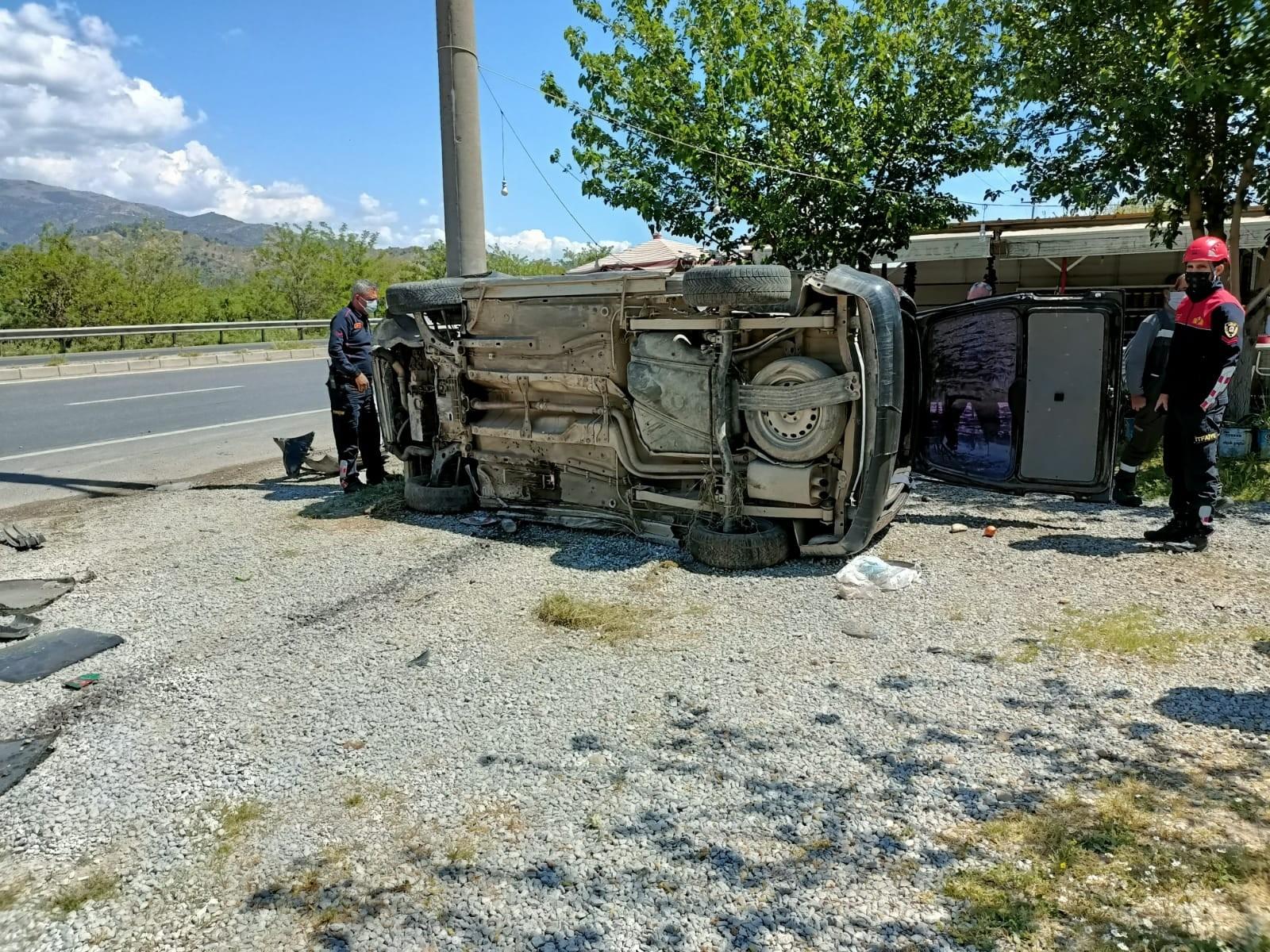 Aydın'da trafik kazası: Otomobil takla attı, 2 kişi yaralandı