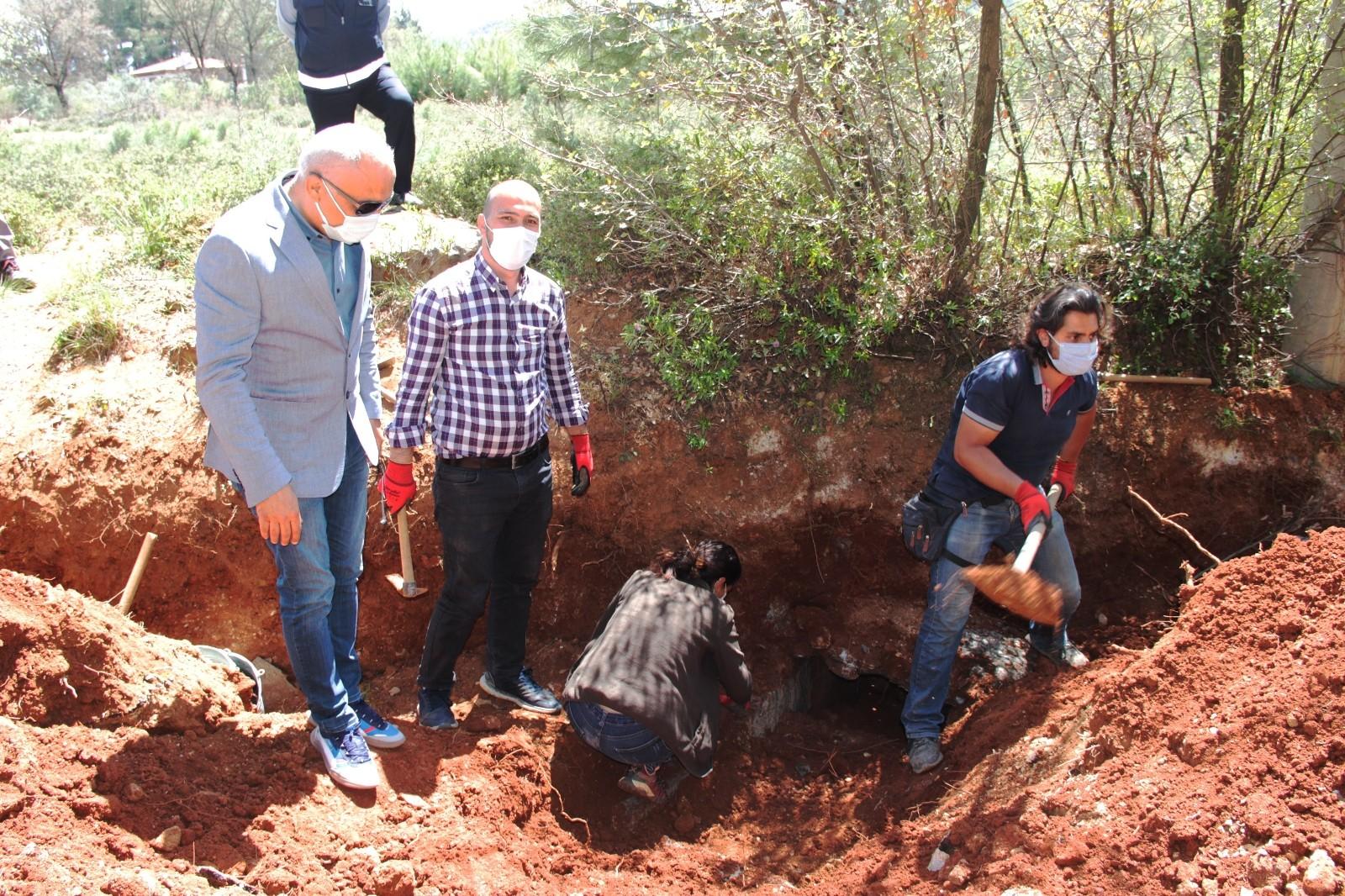 Kazıdan tarih fışkırdı! Su kanalı kazısında antik mezar bulundu