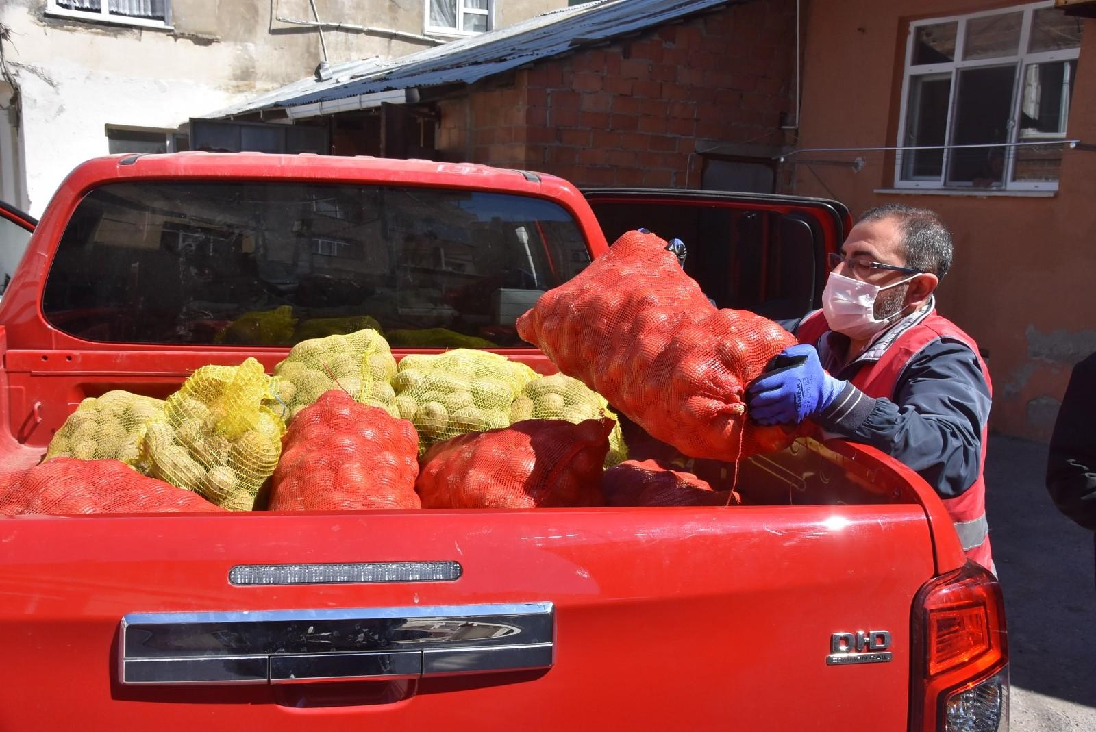 Patates soğan dağıtımları devam ediyor, Sinop'ta ihtiyaç sahiplerine dağıtım yapıldı