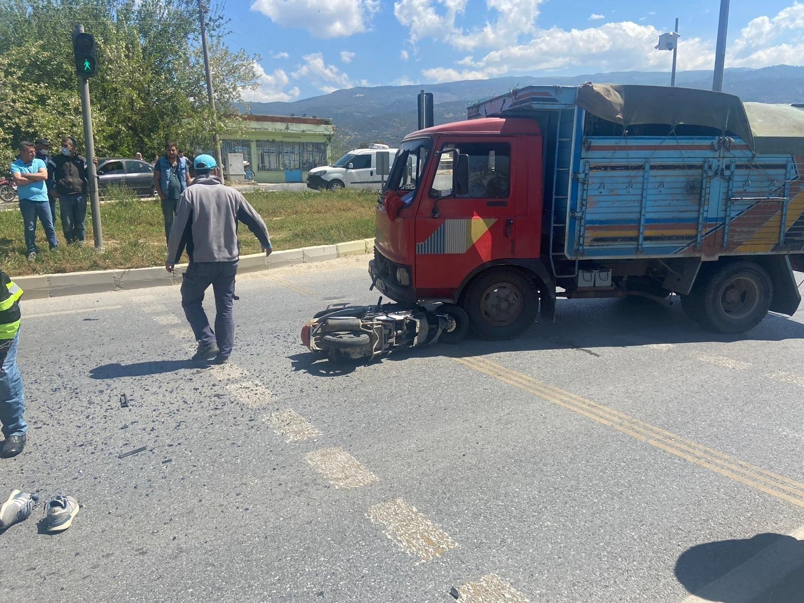 Aydın'da kamyonetle motosiklet çarpıştı, motosiklet sürücüsü hayatını kaybetti