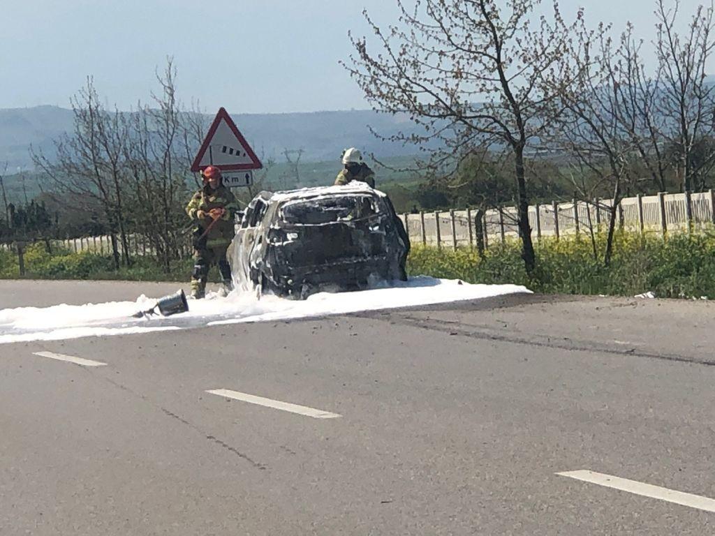Bursa'da bir otomobil seyir halindeyken alev aldı!