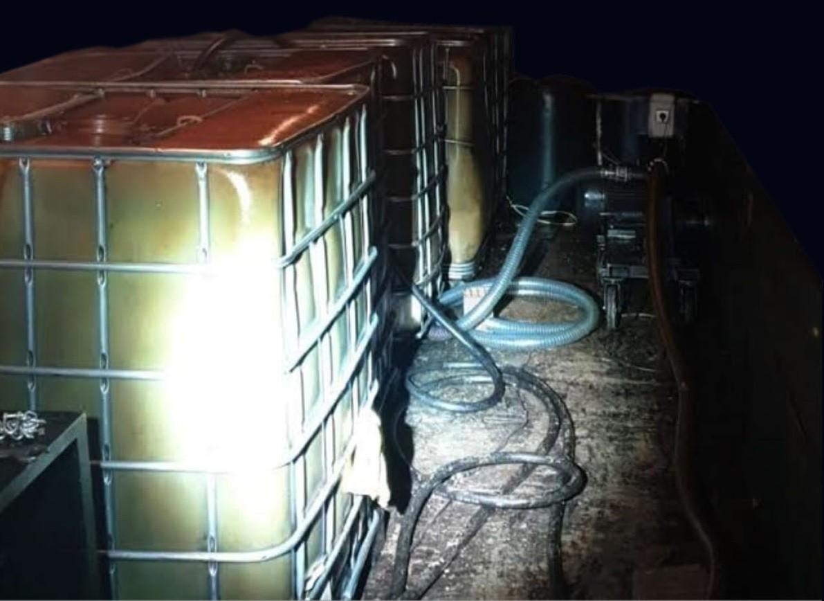 Kaçakçılara polis baskını! 3 bin litre kaçak akaryakıt ele geçirildi
