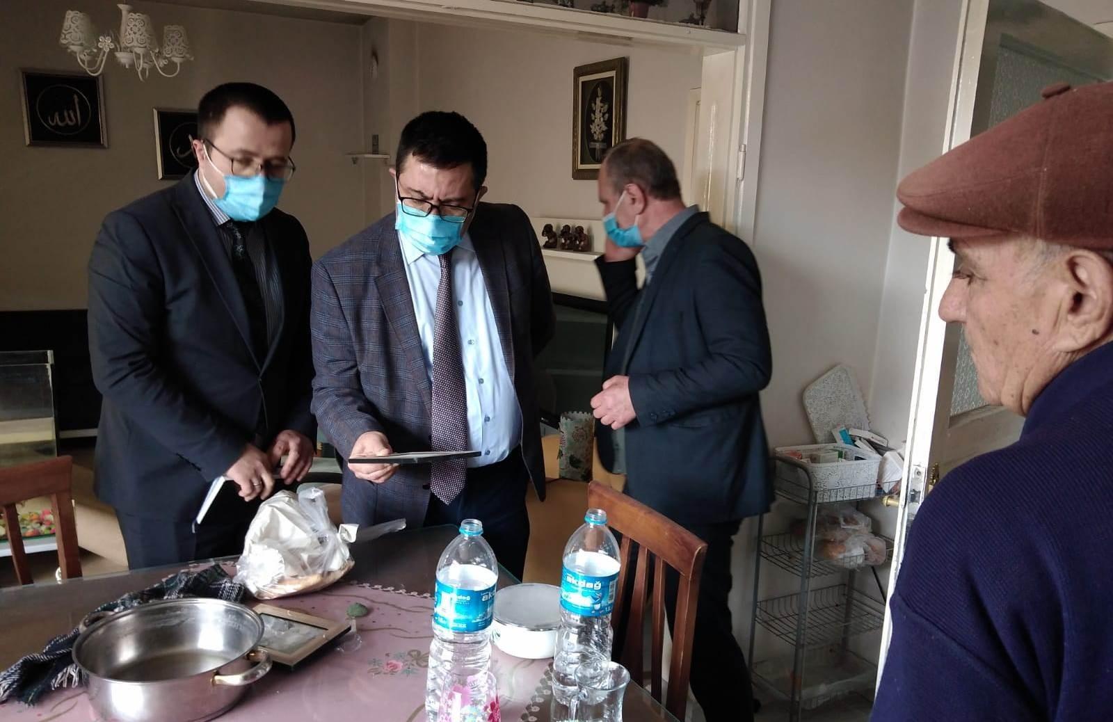 Samsun'da evi yanan aileye kaymakamdan destek geldi