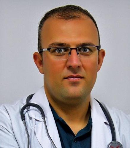 Diyarbakır'da şüpheli ölüm: Doktorun cansız bedeni park haildeki aracın yanında bulundu