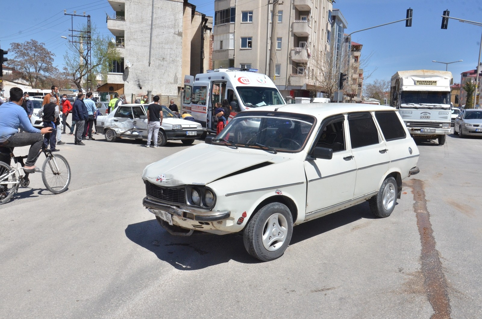 Dikkatsizlik kaza getirdi! Elbistan'da trafik kazası: 3 yaralı