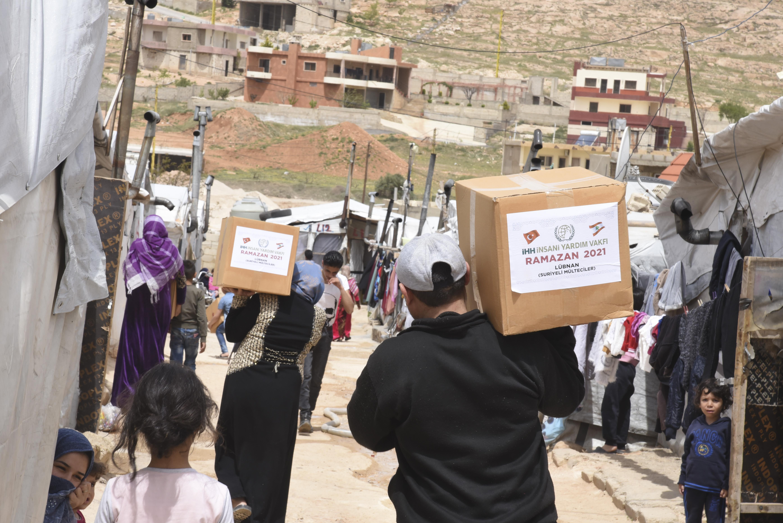 İnsanı Yardım Vakfı'ndan Lübnan'a yardım eli! Binlerce aileye ramazan yardımında bulundu