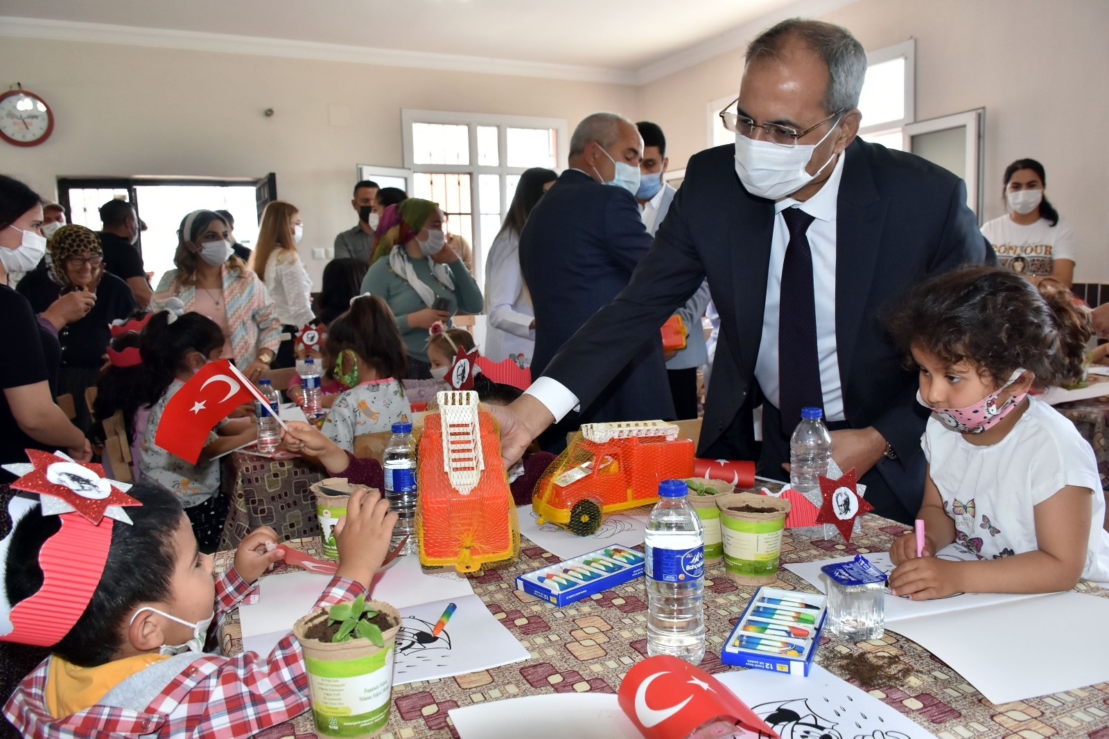 Kırsal mahallelerde eğitime destek! Tarsus'ta 'Köyüm Uzakta Öğretmenim Yanımda Projesi'