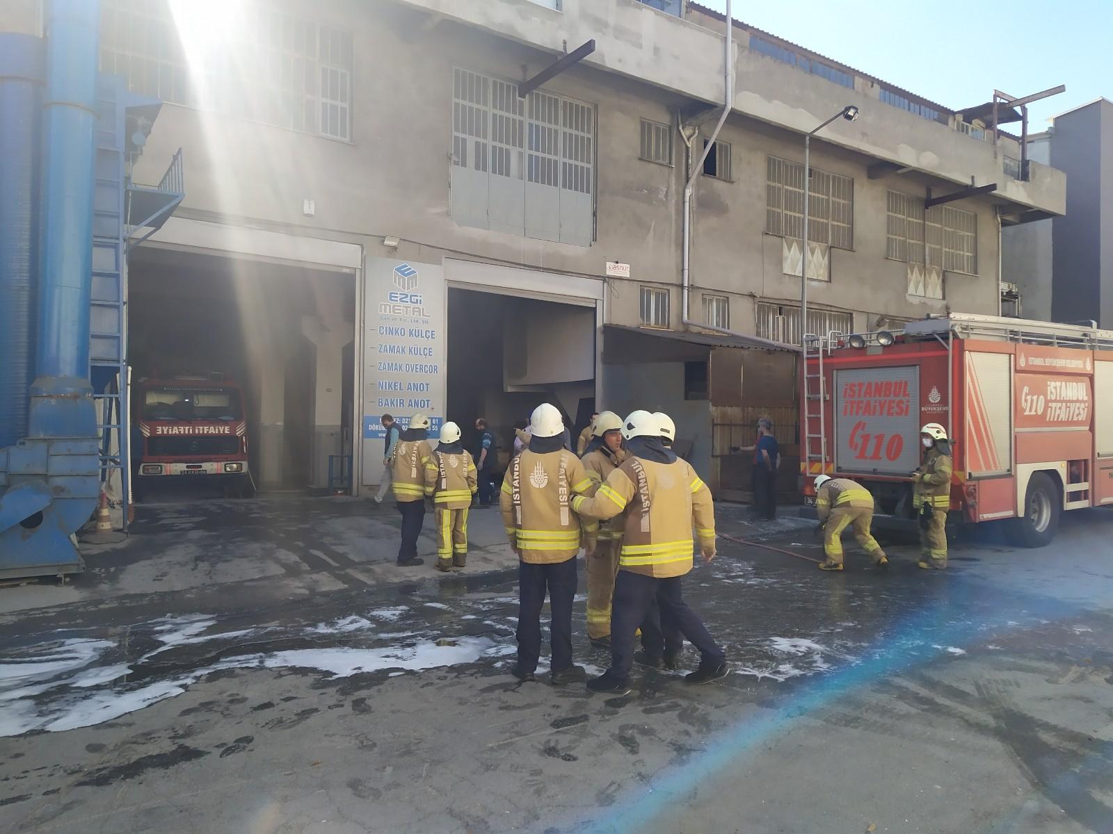 Başakşehir'de korkutan yangın! Zamak imalathanesinde yangın çıktı