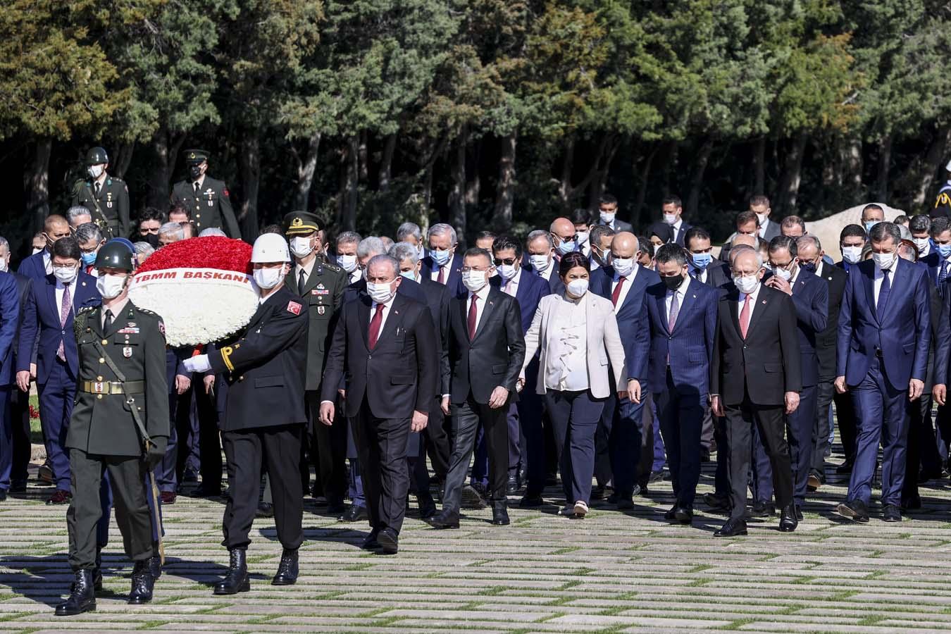 Nice yıllara: TBMM 101 yaşında! Şentop ve beraberindekiler Anıtkabir'i ziyaret etti