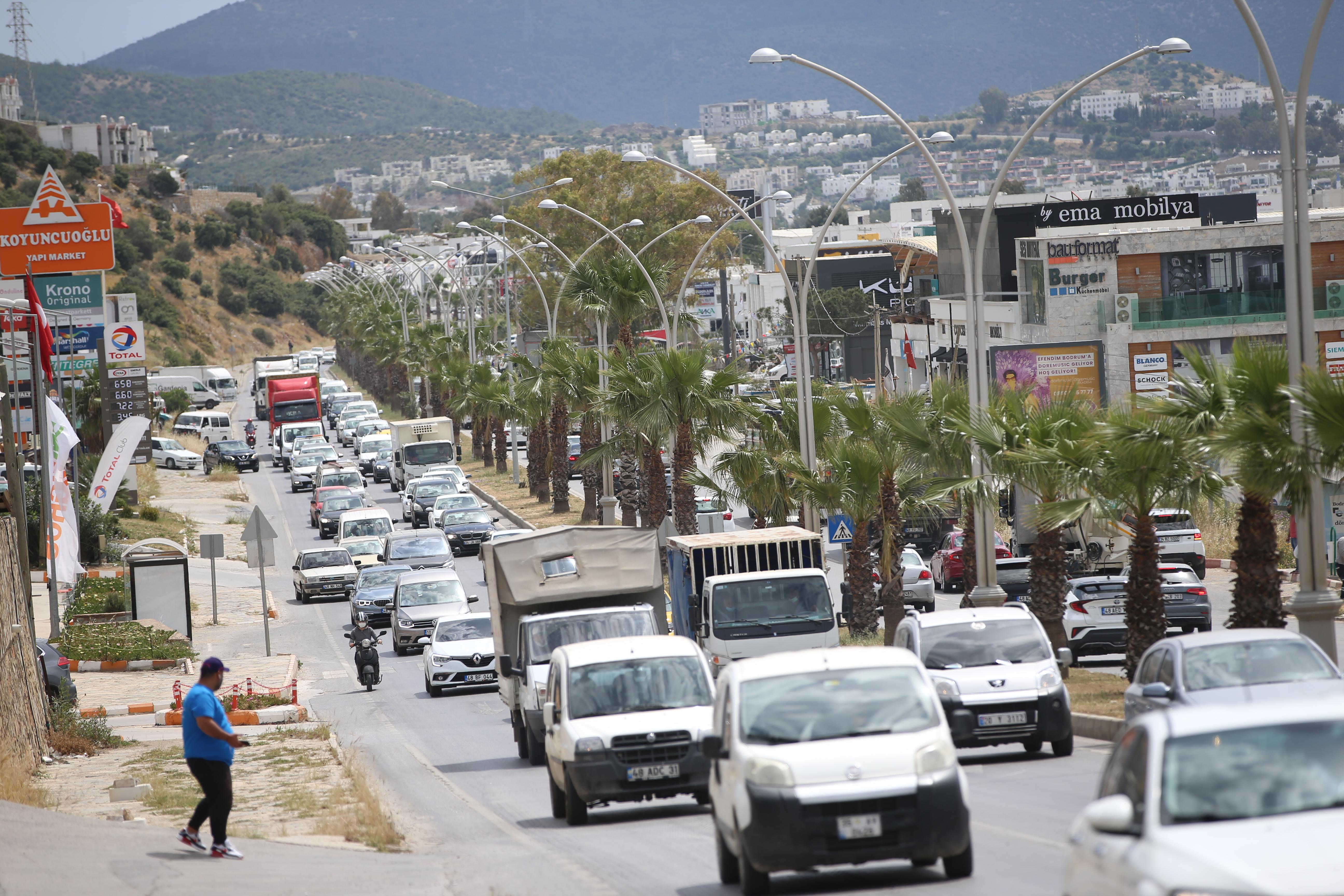 Tam kapanma öncesi vatandaşlar Bodrum'a akın etti
