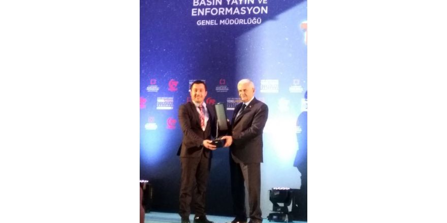 Hayati Kanat, birincilik ödülünü Başbakan Yıldırım'dan aldı