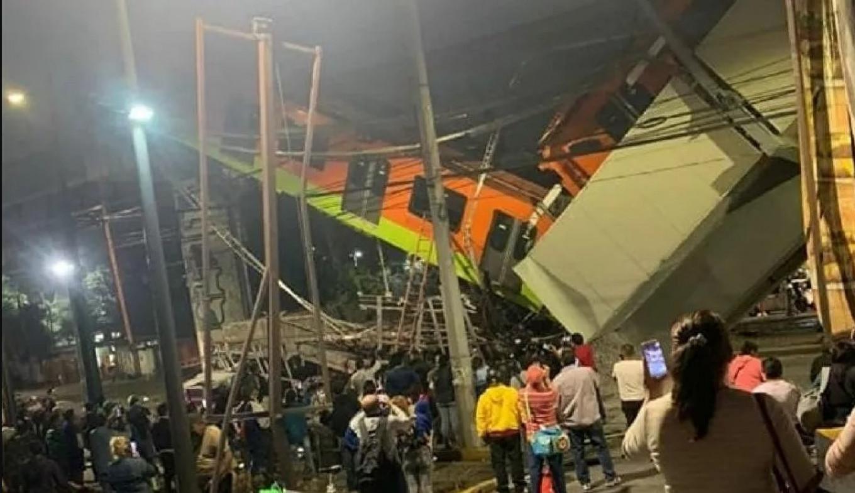Meksika'da feci kaza! Metro üst geçidi araçların üzerine çöktü: 15 ölü, 70 yaralı!