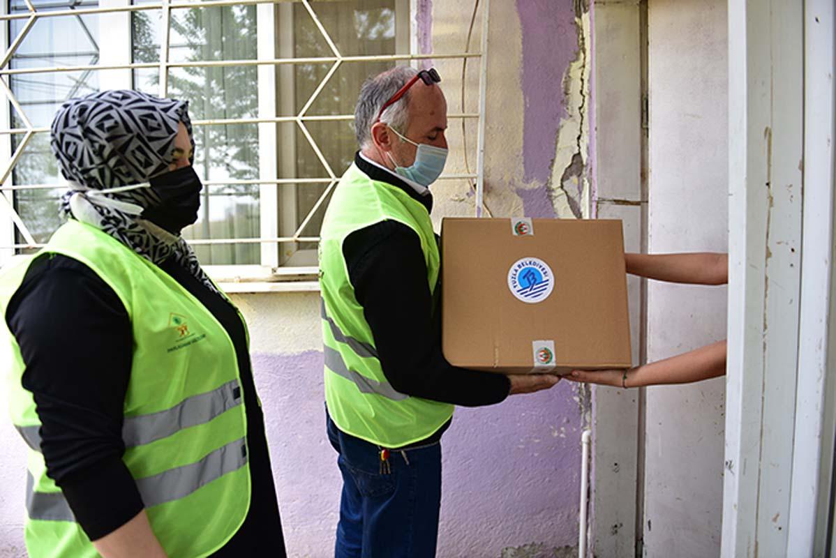 Tuzla Belediyesi Gönül Elleri Çarşısı tam kapanmada ihtiyaç sahiplerine desteklerini sürdürüyor!