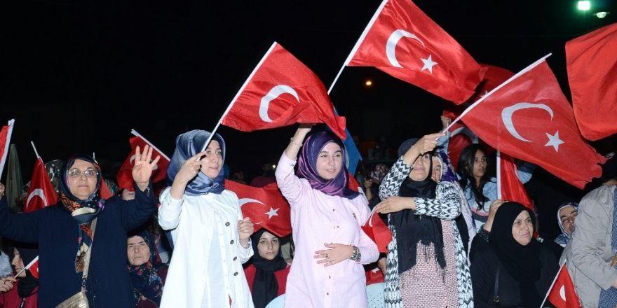 Darende'de 15 Temmuz'da vatandaşlar meydanları doldurdu