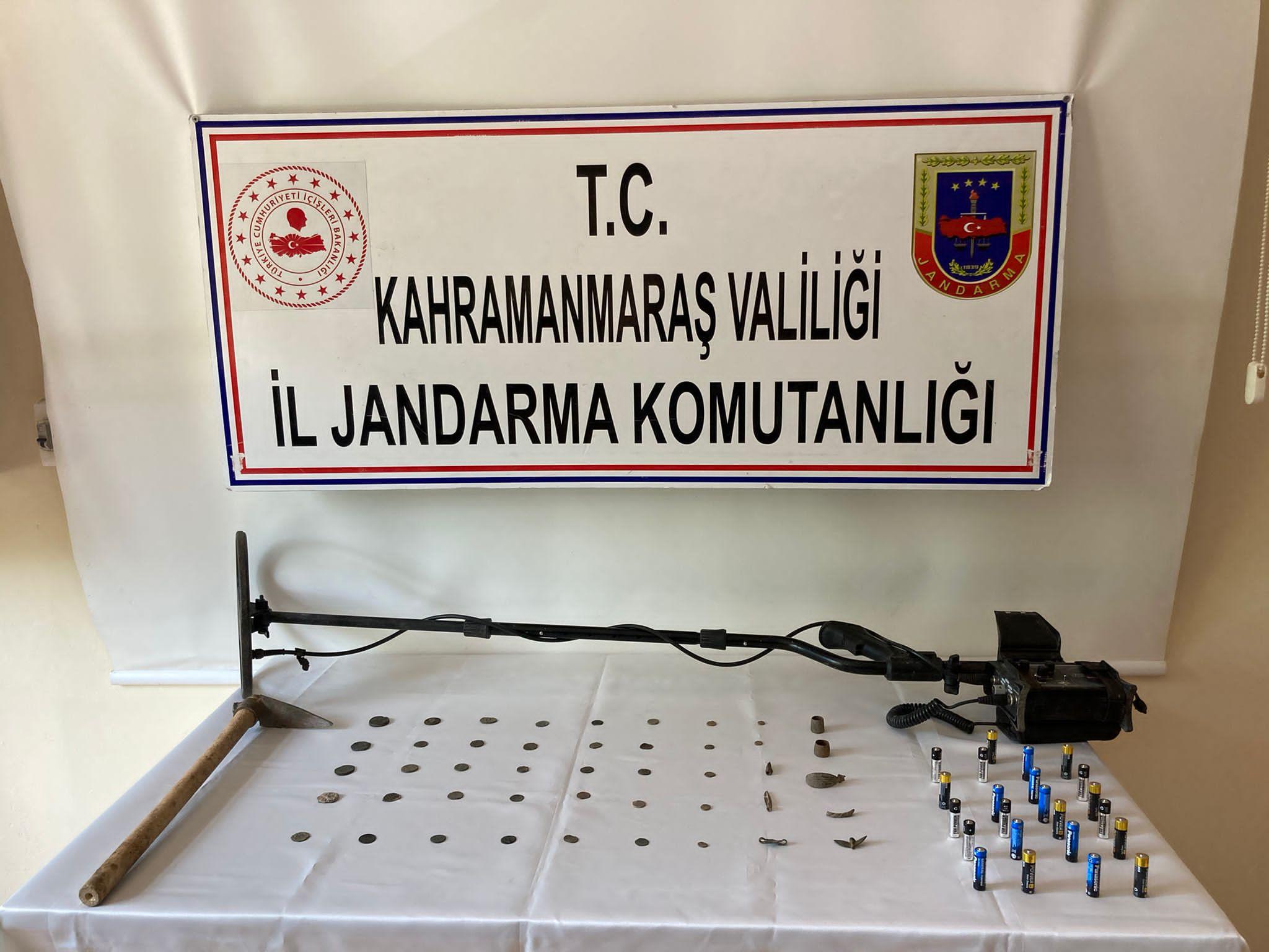 Kahramanmaraş'ta jandarma 45 tarihi eseri ele geçirdi