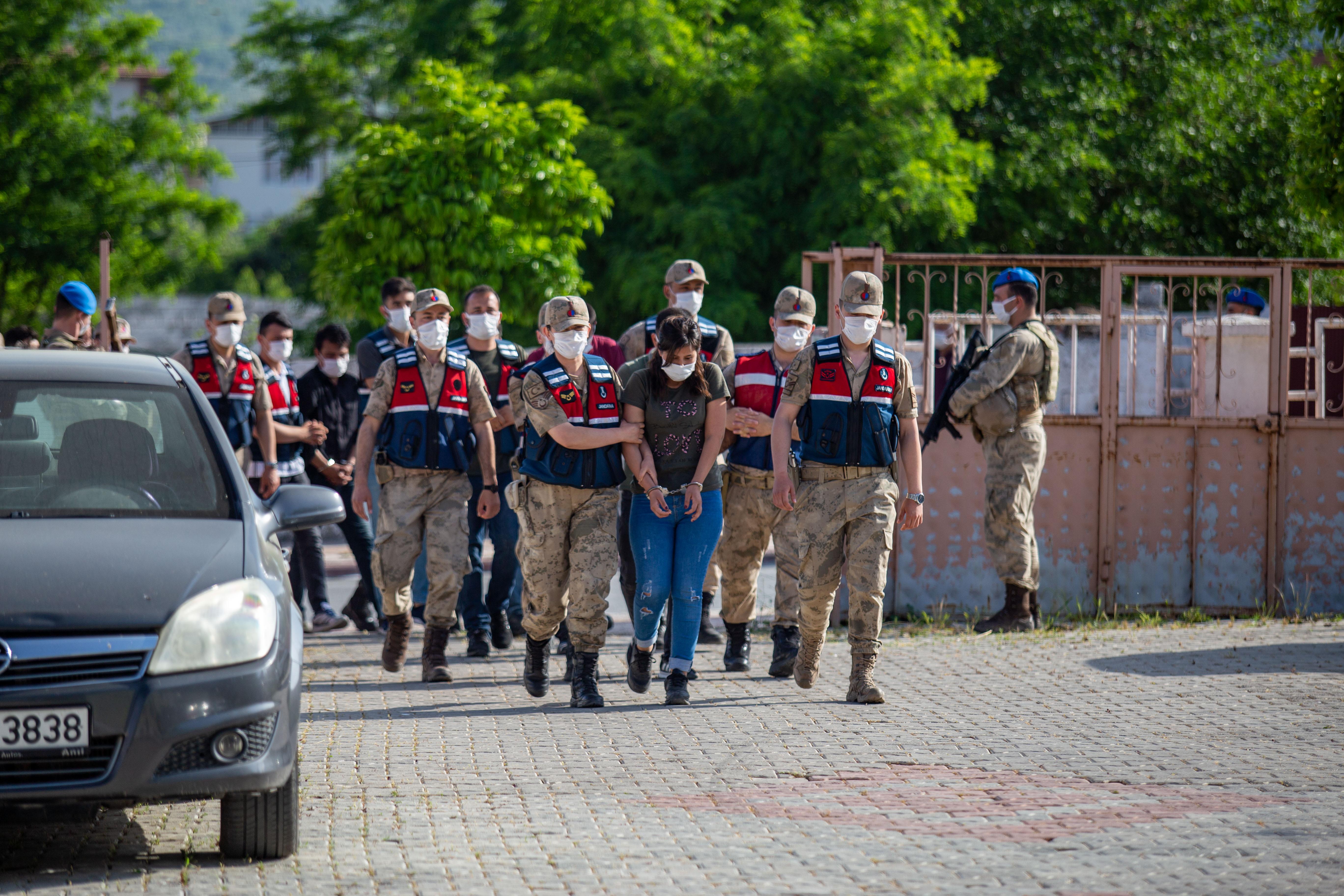 Uyuşturucu operasyonlarında yakalanan 21 şüpheli tutuklandı!
